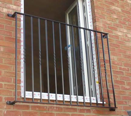 Image gallery juliet balcony for Balcony synonym